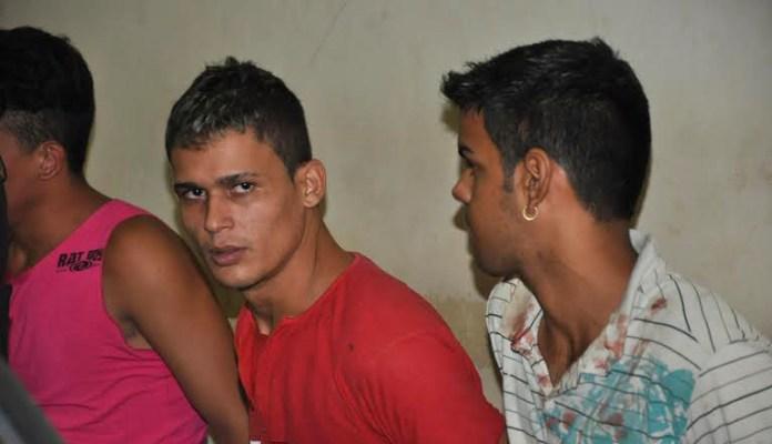 Alex Cavalcante dos Santos, de 23 anos, e Jorgecly Nines de Sousa, de 18 anos, foram presos na noite desta sexta/Foto: Selmo Melo
