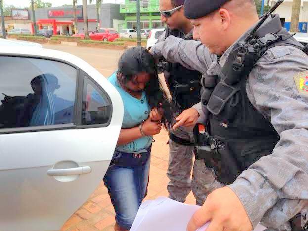 Elvanízia ficou transtornada ao chegar na igreja e ver o ex-marido com a mão sobre a cabeça da Maria Azevedo/Foto: Selmo Melo/Agência ContilNet