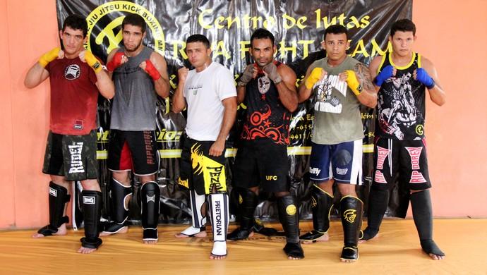 Wemerson Araújo (3º E/D) quando se preparava para a disputa do War Fight Combat, em Rio Branco (Foto: João Paulo Maia)