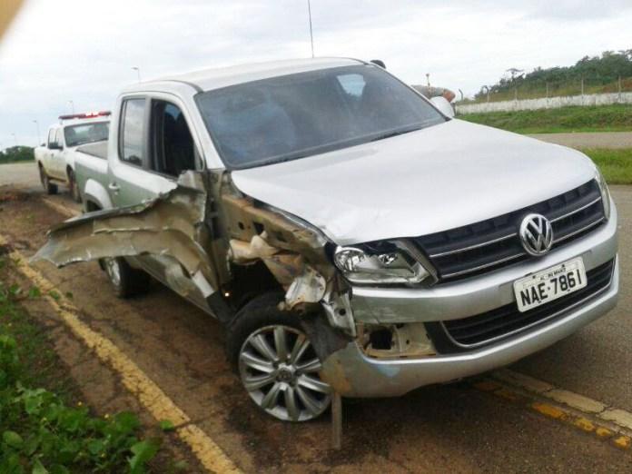 Condutor da caminhonete deixou o veículo e fugiu do local/Foto: Cedida