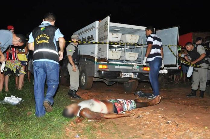 Vítima foi atingida por tiro e vários golpes de terçado