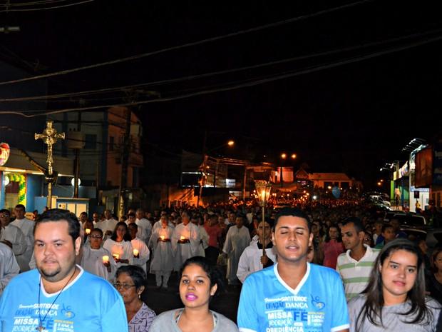 Procissão de Corpus Christi reúne milhares de fiéis em Rio Branco (Foto: Veriana Ribeiro/G1)