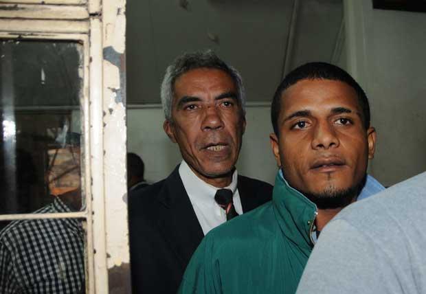 Jorge chegou ao DHPP acompanhado de advogado Nélio Andrade e de um tio