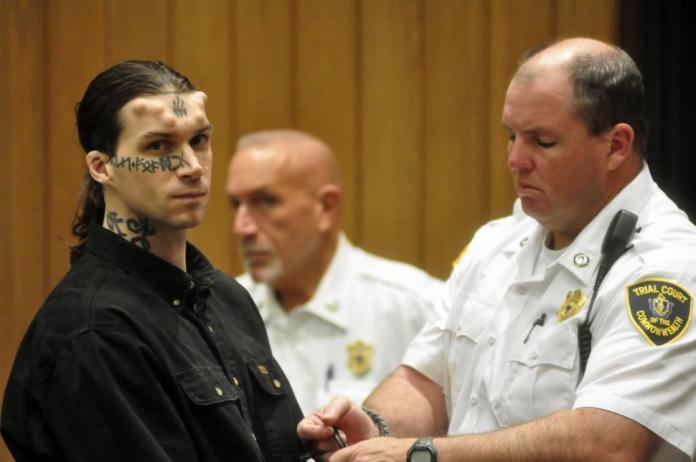 William Gregory confirmou ter visto Caius Veiovis, que possui chifres e tatuagens na testa, comprando ferramentas em sua loja, uma semana antes de suposto massacre.