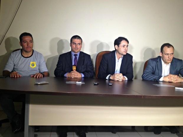 Delegados falaram sobre mortes durante coletiva nesta quarta-feira (Foto: Aline Nascimento/G1)