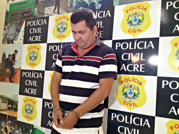 Suspeito foi preso enquanto tentava negociar a venda de uma casa do governo (Foto: Aline Nascimento/ G1)