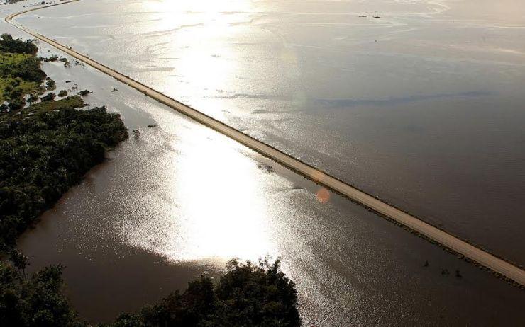 A localidade da BR 364 que está prestes a ser atingida pelas águas é a região de Mutum-Paraná