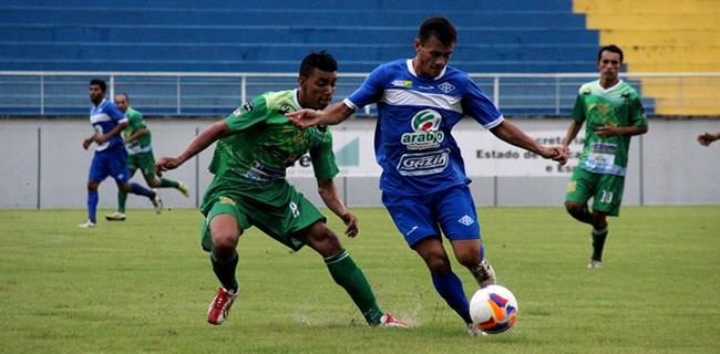 Ciel (à direita) marcou três gols a favor do time celeste (Foto: João Paulo Maia)