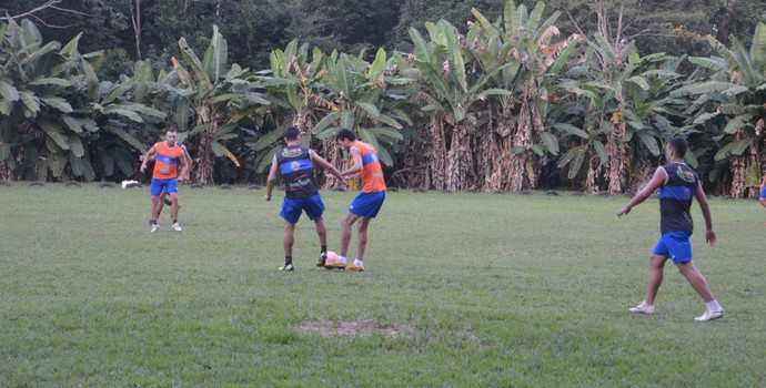 Atlético-AC fez um trabalho tático, nesta segunda-feira (01), no campo do Bacu, na BR-364 (Foto: Murilo Lima)