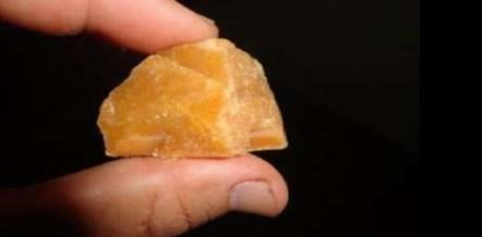 Image result for mulher com pedra de crack