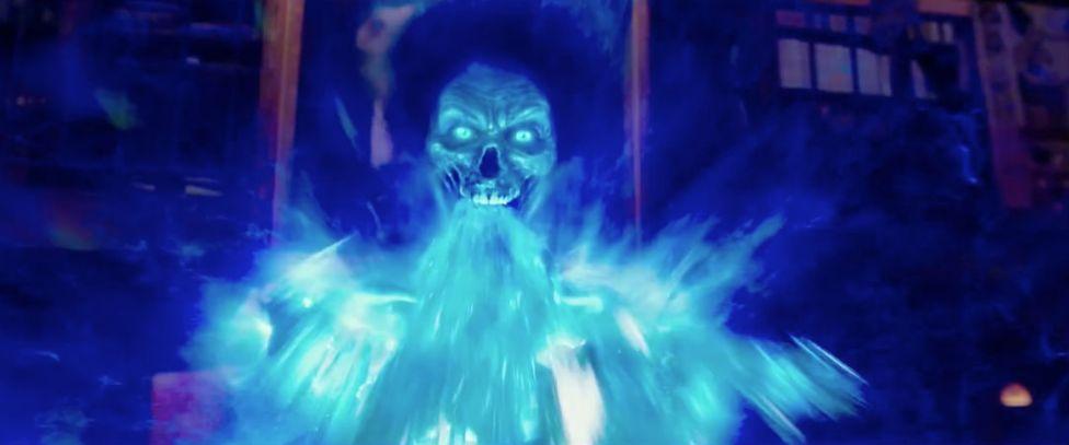 Pop Out # 1: Der Geist spuckt seinen Schleim aus der Leinwand hinaus direkt auf den Zuschauer. Die Szene schreit förmlich nach einem Pop Ou