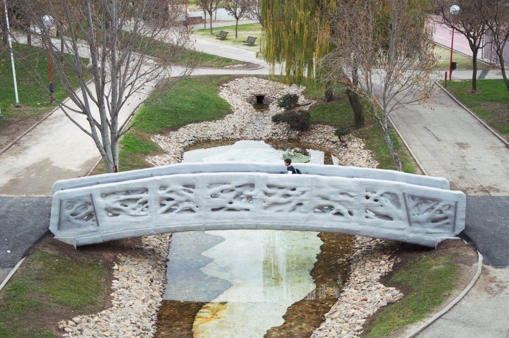 Foi inaugarado em Madrid a primeira ponte pedrestre fetia numa impresssora 3D Foi inaugarado em Madrid a primeira ponte pedrestre fetia numa impresssora 3D 1 Puente impreso 3D 1024x681 1024x681
