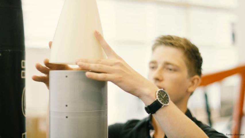 estudantes constroem um foguete em 3d Estudantes constroem foguete impresso em 3D Rocket 1
