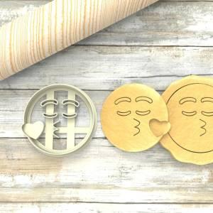 Faccina Emoji Bacio Formina taglierina per biscotti | Emoji Kiss Cookie Cutter