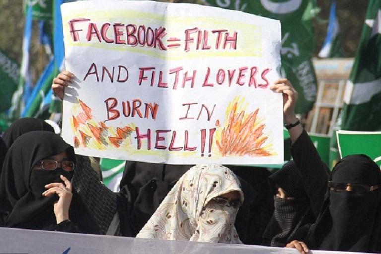 Pakistan May Ban Facebook Temporarily