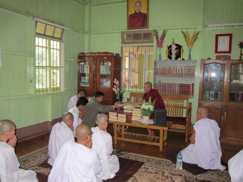 ပိဋကတ်သုံးပုံ မြန်မာပြန် စာအုပ် အလှူ