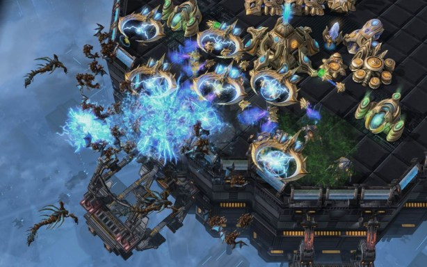 Starcraft-2-Heart-of-the-Swarm-preview-2