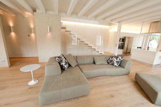Come illuminare una casa con soffitti bassi