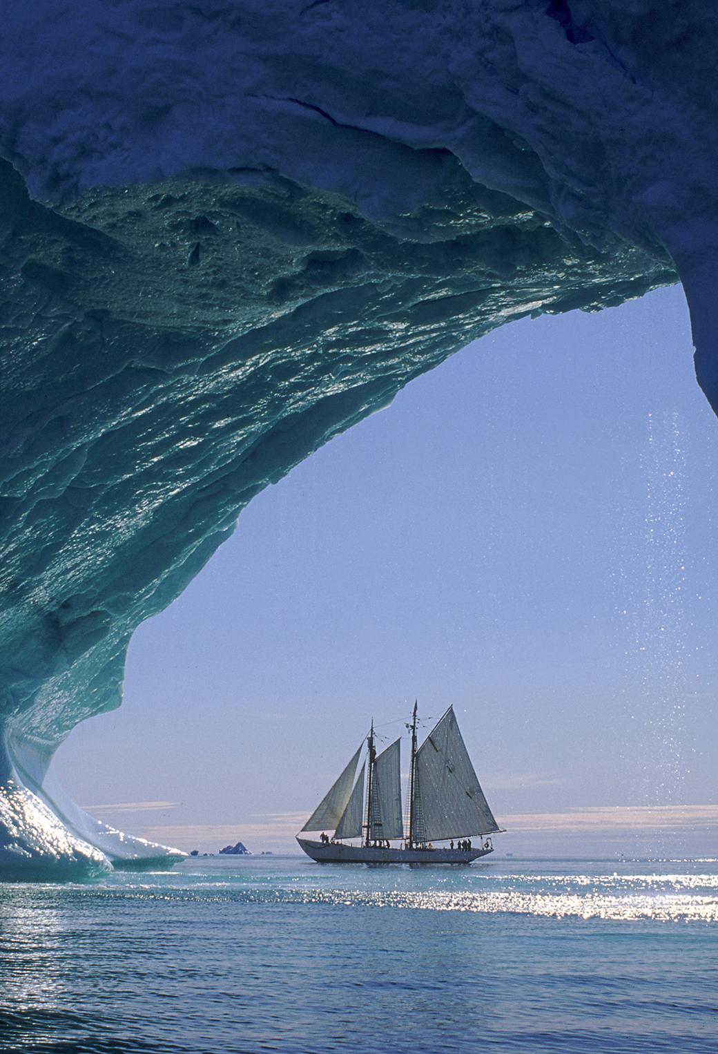 Sailboat IceBerg 3Wallpapers iPhone Parallax Sailboat IceBerg