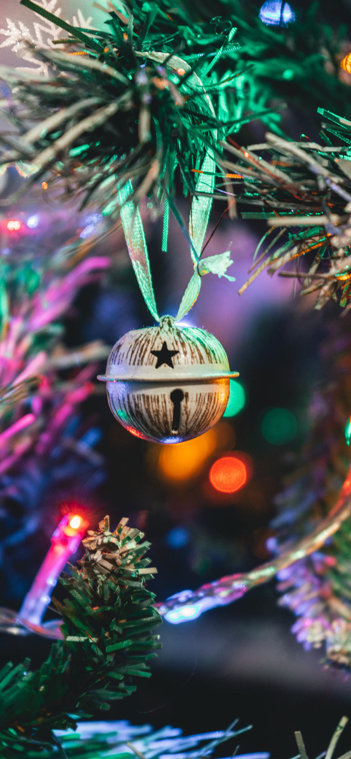 iphone wallpapers ball1 scaled Christmas balls