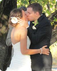 Lauren & Pip's First Kiss