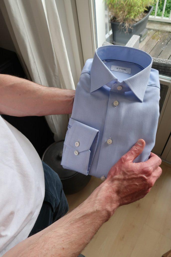 Schat, weet jij waar dat blauwe overhemd is?
