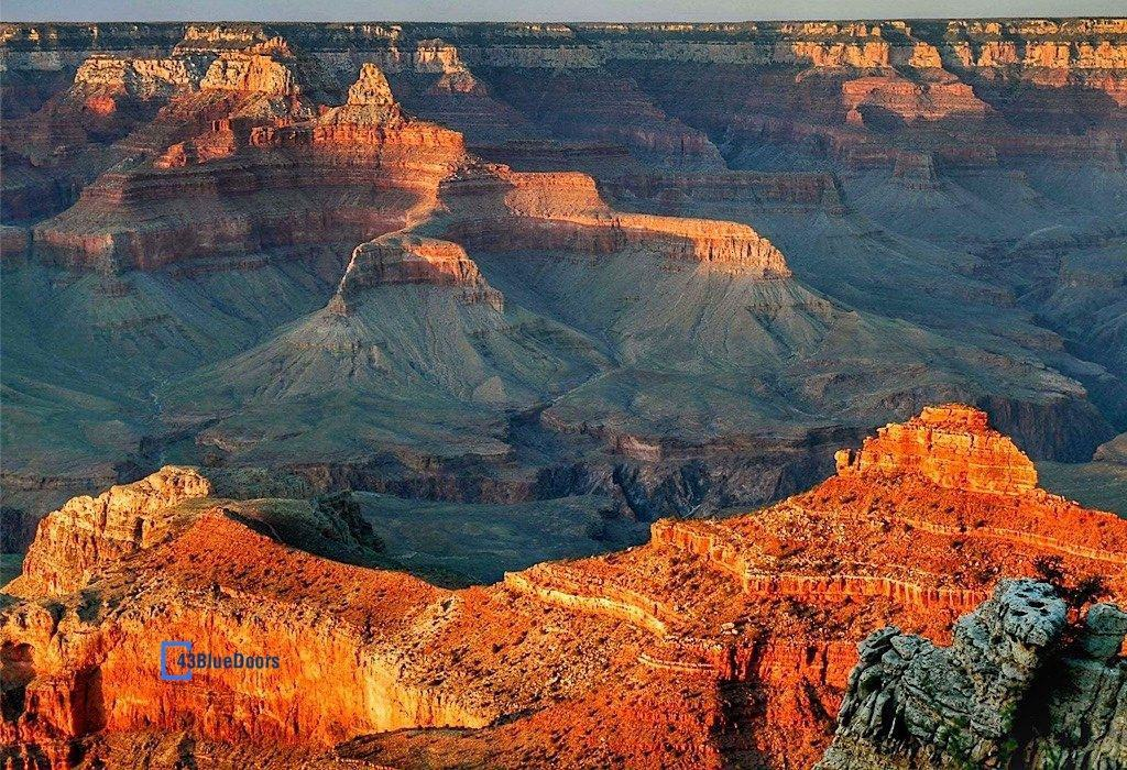 Sunset reflecting on the cliffs of the Grand Canyon in Arizona