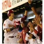 一番背の高い日本人野手がデサントのバットでホームラン!