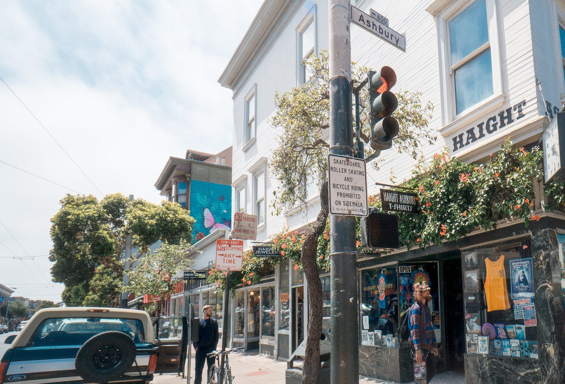 Haight & Ashbury. Photo: Justin Wong, 49miles.com.