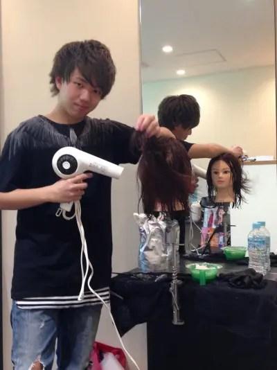 美容師1年目のレッスン(研修)!美容室4cmの教育方法