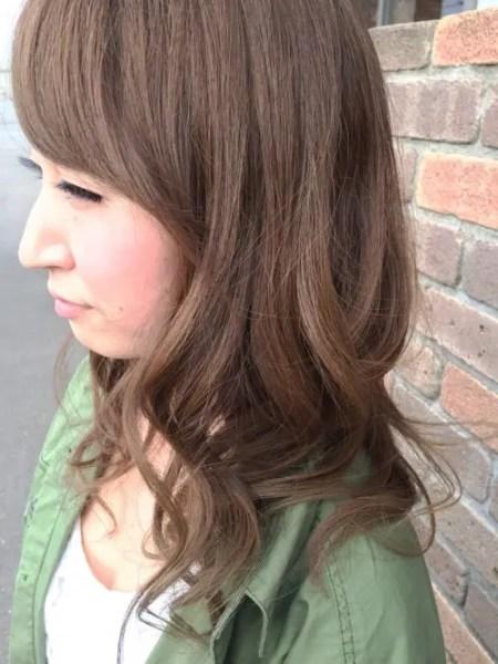 外国人風の無造作な髪型の作り方!コテを使わないでできるヘアアレンジ