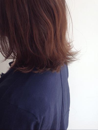 【毛先がはねる・髪がパサつく】原因は?対策方法10選を美容師が紹介