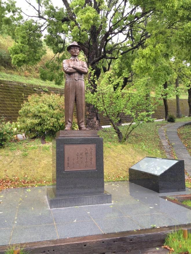 糸川秀夫博士像