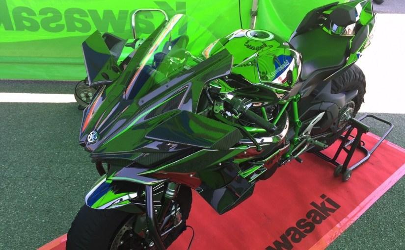 オートポリスでカワサキのモンスターバイクH2Rを見てきた