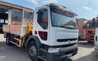 Renault 150 cassone fisso con gru