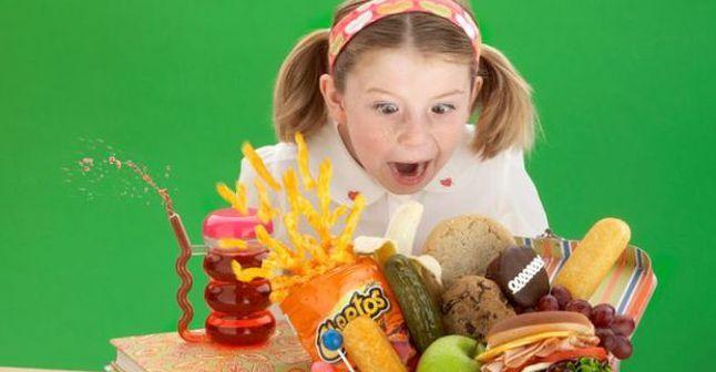 أسوأ أطعمة للأطفال إبتعدي عنها