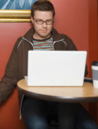 نصائح لكل زوجة تعاني من علاقات زوجها عبر الانترنت