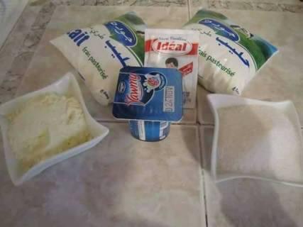 طريقة عمل الزبادي البيتي السادة والزبادي المحلى