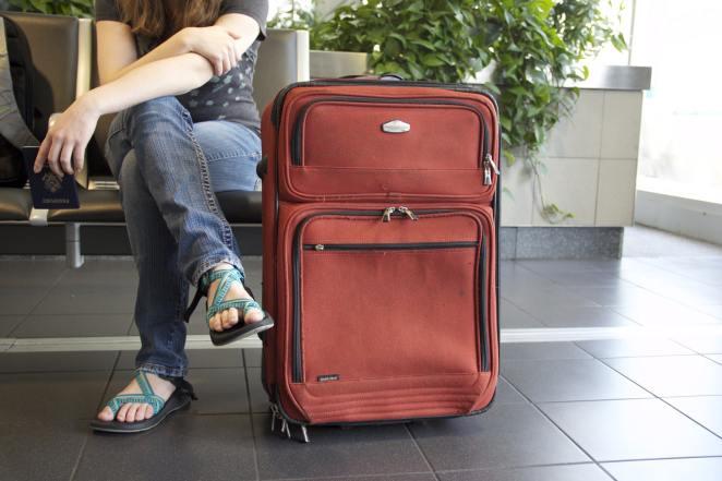 Mann mit Reisekoffer