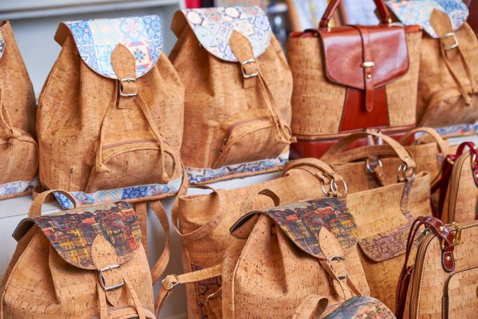 Mehrere Taschen aus Kork