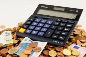Taschenrechner und Kleingeld