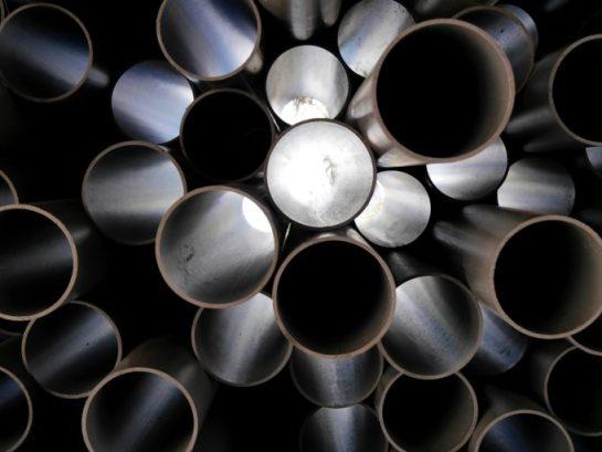 Mehrere Rohre aus Kunststoff