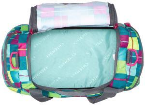 Eine geöffnete bunte Sporttasche