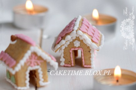 .@4TheLoveOfFam #GingerbreadHouse Cup Sitters (#Gingerbread & Icing #Recipe) http://bit.ly/1GoRqgE