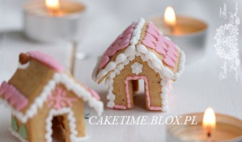 Mini Gingerbread House Cup Sitters (Gingerbread & Icing Recipe)