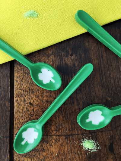 DIY St. Patrick's Day Candy Spoons Reecipe With 4 Leaf Clover