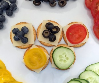5 Healthy Olympic Inspired Snacks: Olympic Rings Inspired Vegetable & Cheese Crackers Snack Idea