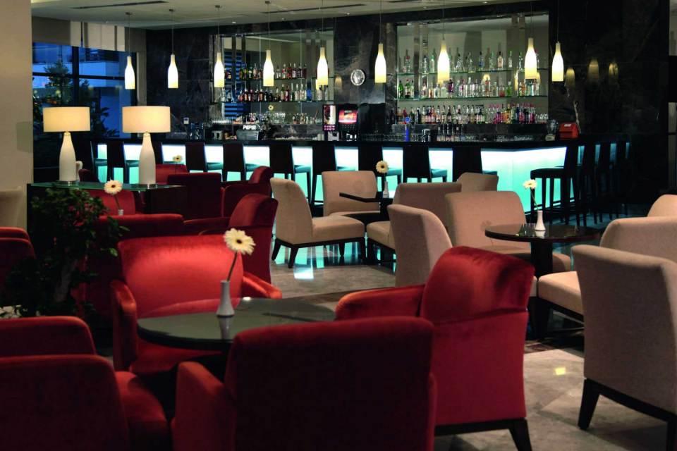 Sensimar Side lobby bar