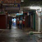 La economía sigue en caída libre, y el régimen no tiene un plan para detenerla