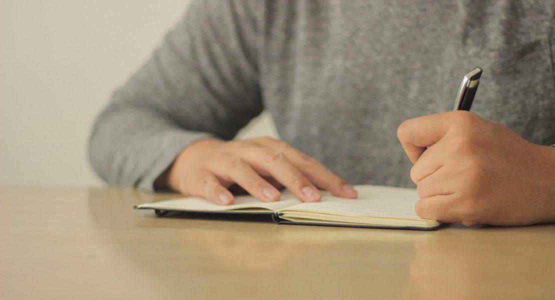 Aprende a usar correctamente la raya o guion largo